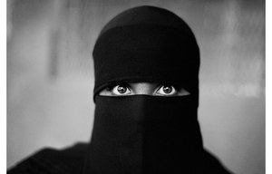 WomanInNiqab